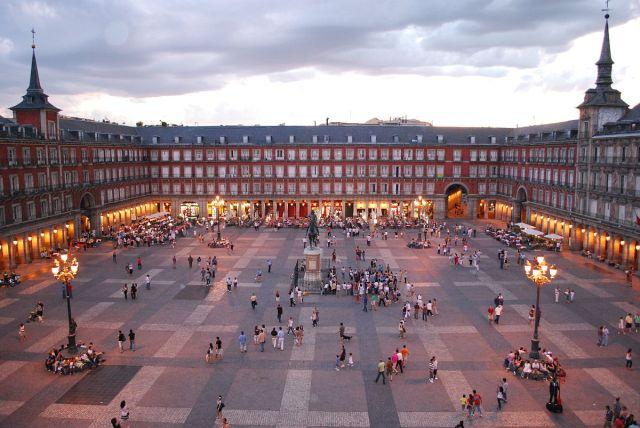 1200px-Plaza_Mayor_de_Madrid_06